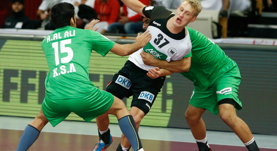 epa04581569 Germany's Matthias Musche (C) in action during the Qatar 2015 24th Men's Handball World Championship match between Saudi Arabia and Germany at the Lusail Multipurpose Hall outside Doha, Qatar, 24 January 2015. Qatar 2015 via epa/Guillaume Horcajuelo Editorial Use Only/No Commercial Sales