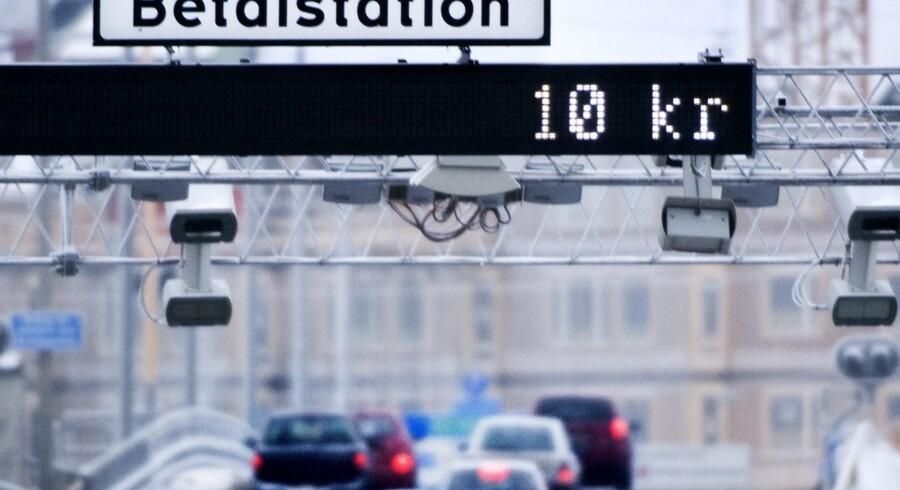 I Sverige har et fradrag til en gruppe bilpendlere betydet en øget accept af trængselsafgiften. LO-fagforeninger har foreslået, at man gør noget lignenede i Danmark, men Enhedslisten truer med at forlade forhandlingerne, hvis regeringen accepterer forslaget.