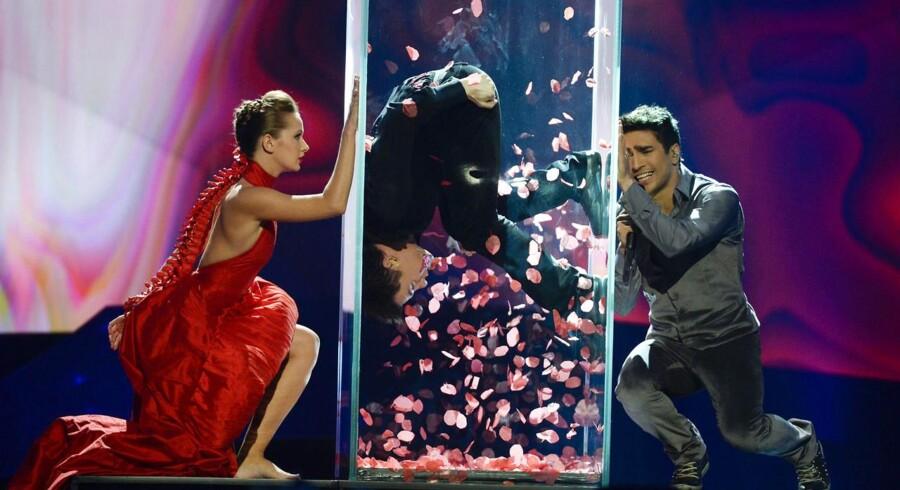 Azerbadjans sang 'Hold Me' endte med en andenplads i konkurrencen efter danske Emmelie de Forests vindersang 'Only Teardrops'.