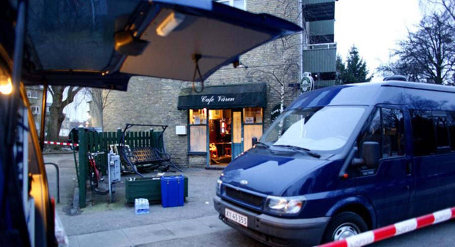 Den lille Cafe Vaaren ligger i en beboelsesejendom over for Sundby Kirkegård.