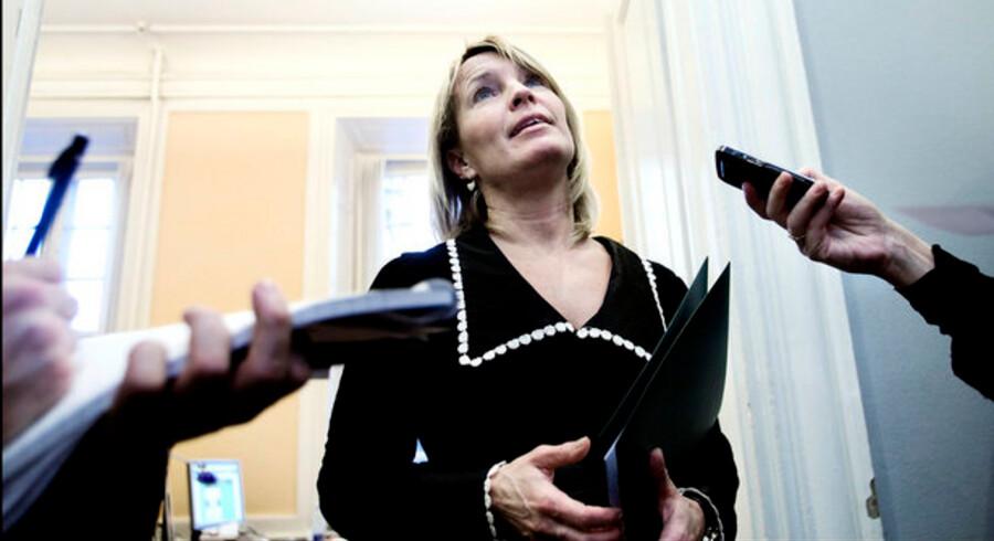 Erhvervsminister Lene Espersen har tidligere argumenteret imod et loft for høje renter, fordi hun mener, det kan føre til en slags norm og dermed gøre visse lån dyrere.