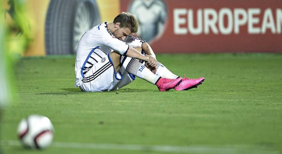 Op med humøret, Bendtner! Danmark har stadig chance for at kvalificere sig til EM-slutrunden.