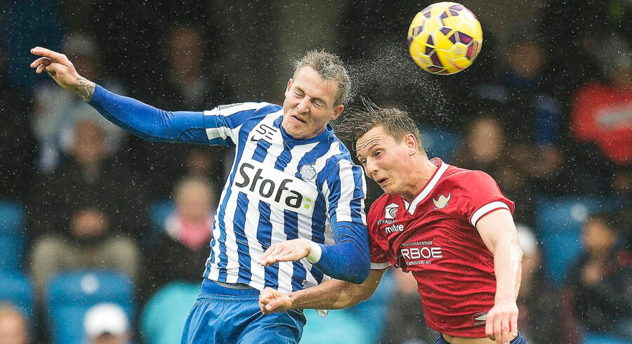 Esbjerg-træner Niels Frederiksen (bill.) jubler efter sejren over FC Vestsjælland, som sikrede endnu en sæson i Superligaen.