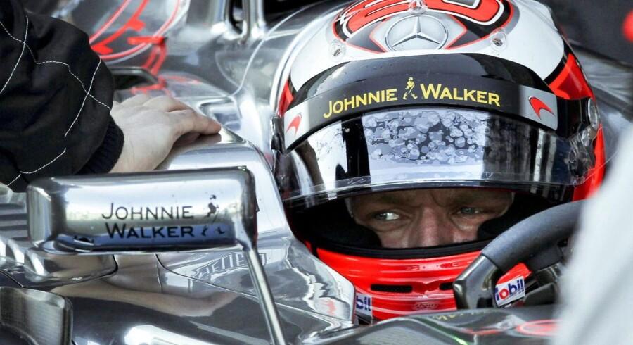 Kevin Magnussen gav alle stjernerne baghjul i sin første Formel 1-test. Den danske debuttant maner dog til ro, men satser alligevel på at køre hurtigere på testens sidste dag.