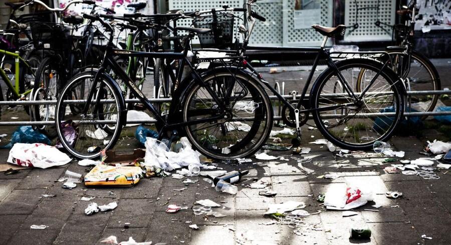 Oprydning efter sidste års Distortion-fest på Nørrebro. Renovationsmedarbejderne mente ikke, at de har set en vildere slagmark tidligere.