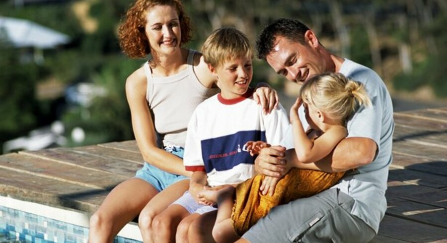 Familier kan glæde sig til at få flere penge mellem hænderne både i år og næste år.