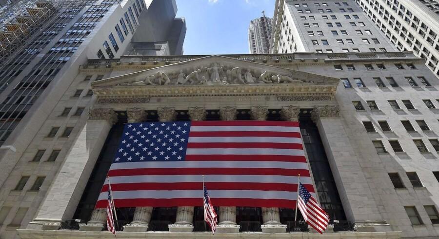 Handlen med futures på de tre ledende amerikanske aktieindeks peger før åbningen i negativ retning med et fald for S&P 500-futuren, Nasdaq-futuren og Dow Jones-futuren på omkring 0,3-0,4 pct.