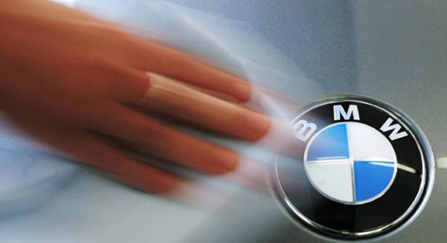 En del danskere skifter til en dyrere bil som for eksempel en BMW. Måske fordi den forrige nu er for lille til familien, eller fordi der bliver kørt flere kilometer, mener formanden for Dansk Amutomobilhandlerforening.