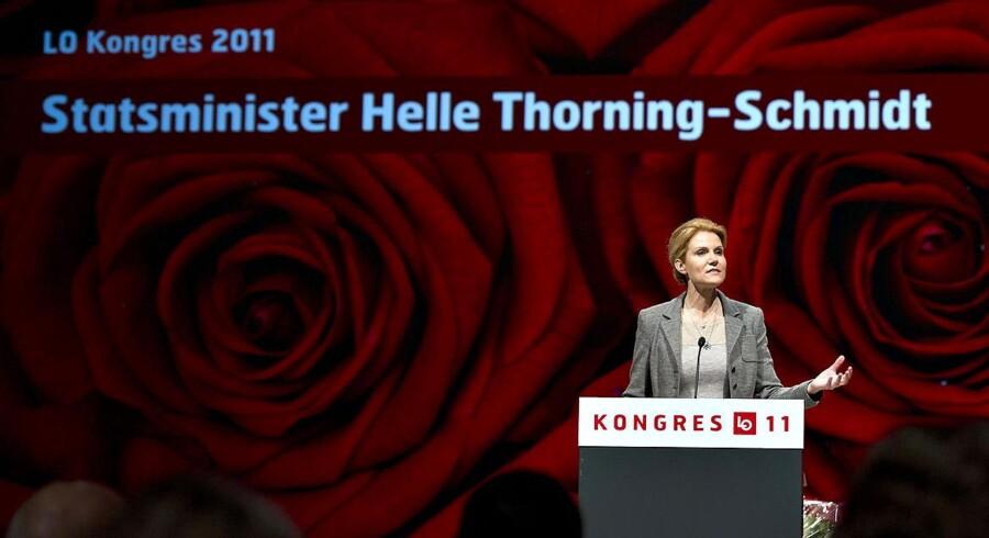 Statsminister Helle Thorning-Schmidt på talerstolen ved LO-kongressen i Aalborg mandag morgen.