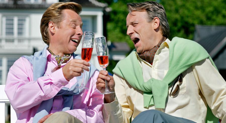 Snobberne Poul og Fritz lever videre med deres livsnyderi - nu på DR2. Satireprogrammet forvandles fra 20. oktober fra radiosatire til tv-satire i bedste sendetid.