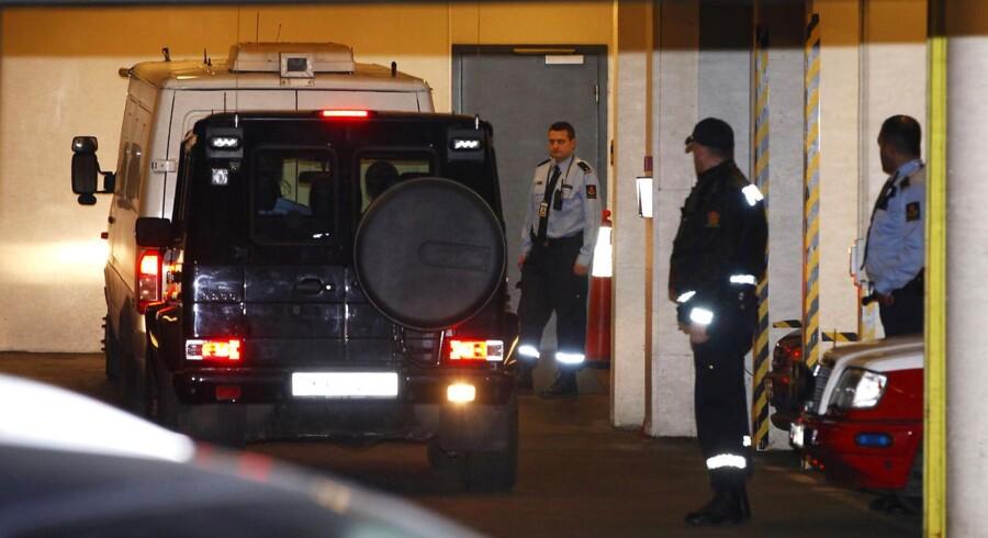 Anders Behring Breivik ankommer til retten i Oslo.