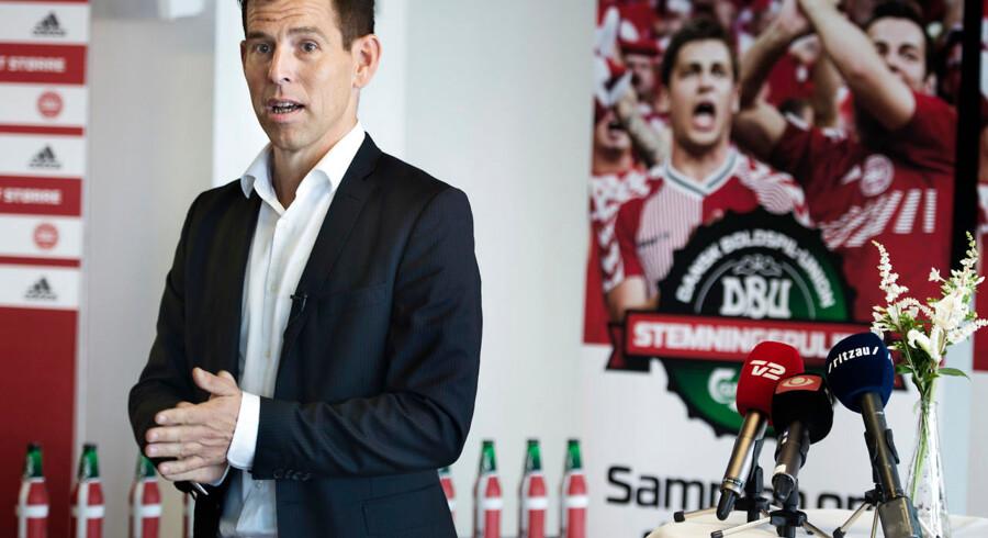 DBUs kommunikationschef Jakob Høyer mener, at det bare er forhandlingstaktik, når Spillerforeningen siger, at forhandlingerne er brudt sammen.