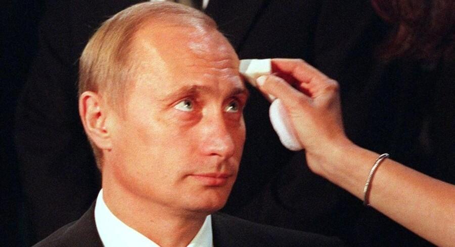 Årets fredsstifter? Putin har to krige mod Tjetjenien, en voldsom konflikt i Sydossetien og to af de mest dødelige gidselbefrielser i moderne historie på samvittigheden, men i mandags blev den tidligere KGB-officer kåret som vinder af kinesisk fredspris.