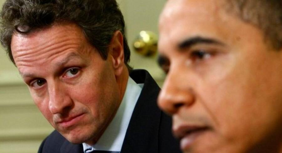 Præsident Obama og hans finasminister Tim Geithner prøver at stoppe den finansielle sektors lukrative bonusprogrammer.
