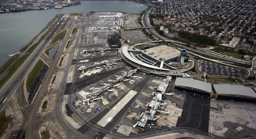 New York-lufthavnen LaGuardia har de seneste dage også været påvirket af orkanen Sandy, men fra weekenden skulle al flytrafikken foregå uhindret.