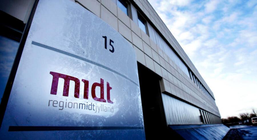 Politikere i Region Midtjylland har sendt et brev til folketingspolitikerne, hvor de beder om lov til at forsøge sig med brugerbetaling på regionens fertilitetsklinikker.