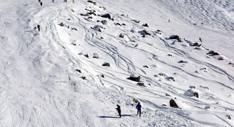 Burde området med klippestykkerne mellem to pister have været lukket af med et reb eller et net? Det mener en fransk advokat, som giver pist-operatøren en del af skylden for Michael Schumacher ulykke.