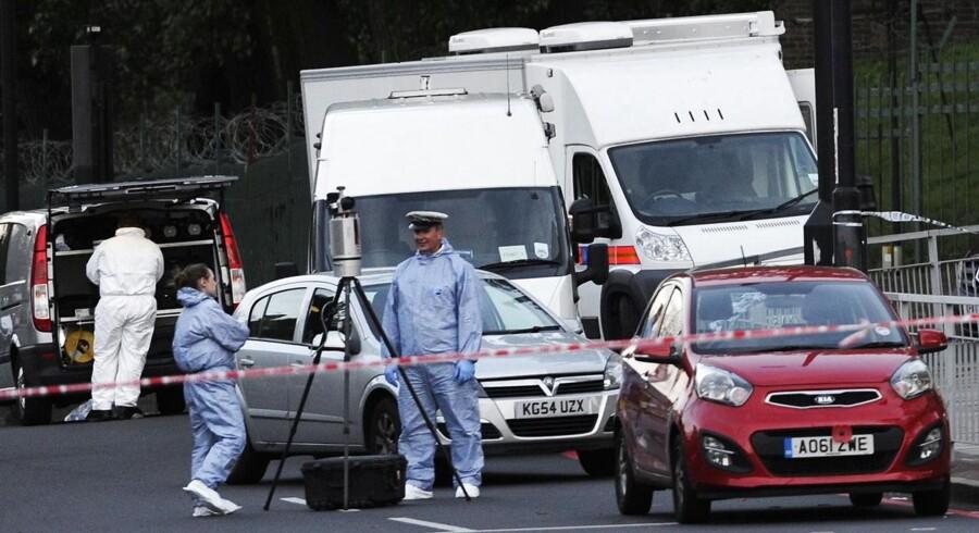 Britiske efterforskere er ved at undersøge en mulig nigeriansk forbindelse til de to mistænkte mænd, der onsdag eftermiddag dræbte en formodet soldat nær en kaserne i London-bydelen Woolwich ved blandt at hakke ham til døde med en machetekniv, mens de råbte islamistiske slagord.