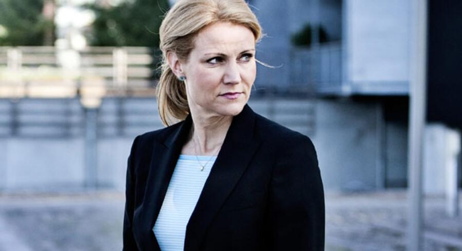 Helle Thorning-Schmidt kan midt i sin store politiske krise trods alt glæde sig over, at baglandet bakker hende op.