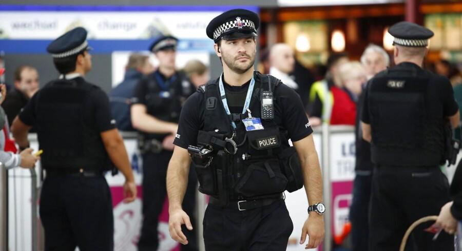 Stanstead Lufthavn ved London blev pludselig fyldt med politi efter episoden på det pakistanske fly fredag.