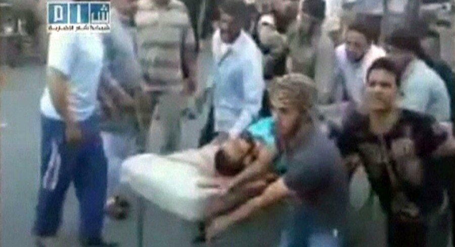 Kornede billeder fra YouTube-videoer bekræfter weekendens uroligheder i flere syriske byer. I alt vurderes det, at 140 civile har miste livet.