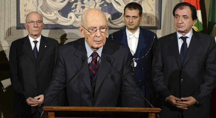 Italiens præsident Giorgio Napolitano opløste i dag, lørdag 22. december, parlamentet. Det sker som en naturlig ting i forlængelse af premierminister Mario Montis afgang i går, fredag 21. december.