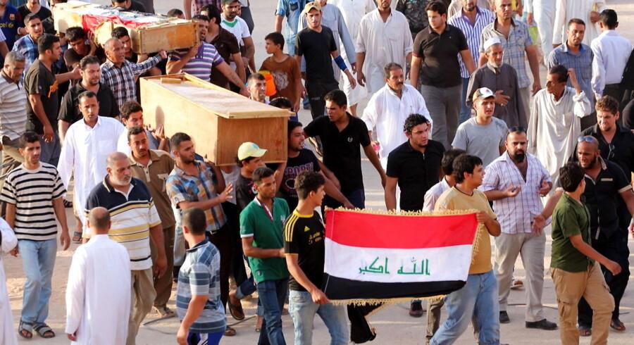 Begravelsesoptog for ofrene for en nylig tragedie i Bagdad: Mere end 40 personer blev dræbt ved en række bombeeksplosioner 20. juli.