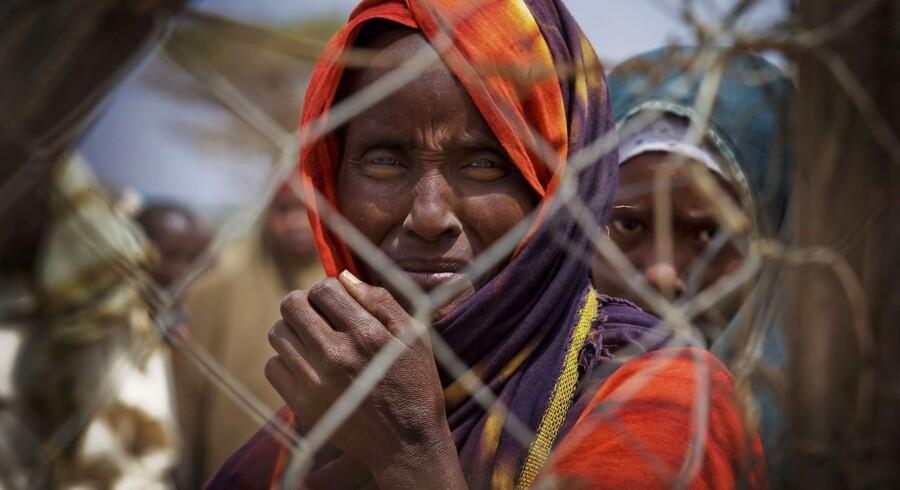 Kvinder i verdens største flygtningelejr, Dadaab i det nordlige Kenya, på grænsen til Somalia. Over 1.500 ankommer dagligt til lejren, som allerede er overfyldt. Tørken menes at have ramt over 12 millioner mennesker i Somalia, Etiopien og Kenya.