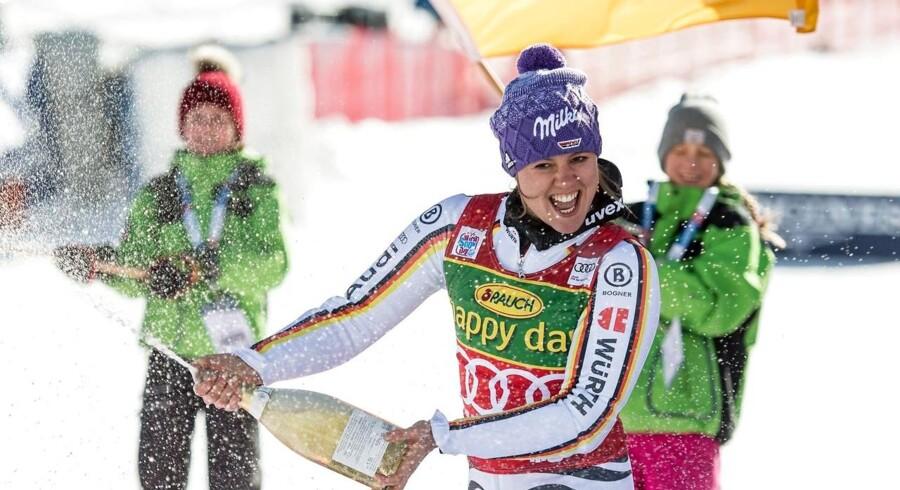 Viktoria Rebensburg trak sig sejrrigt ud af sæsonens første alpine World Cup-løb lørdag i østrigske Sölden.