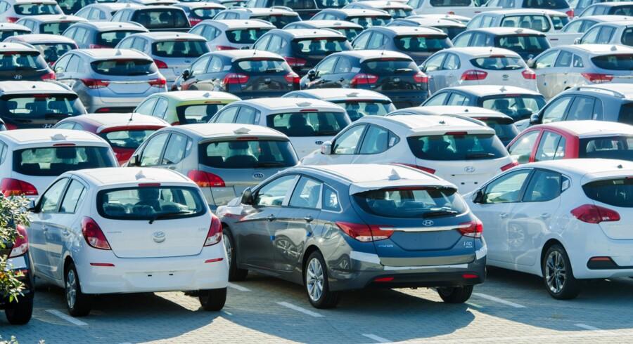 Danskerne køber fortsat flere biler. Men de er mindre og billigere end før krisen. (Arkivfoto) Free/Colourbox
