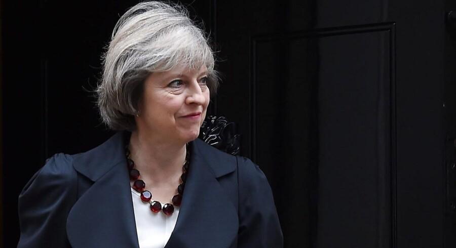 Theresa May søtter pris på perlekæder. Og det smitter i befolkningen.