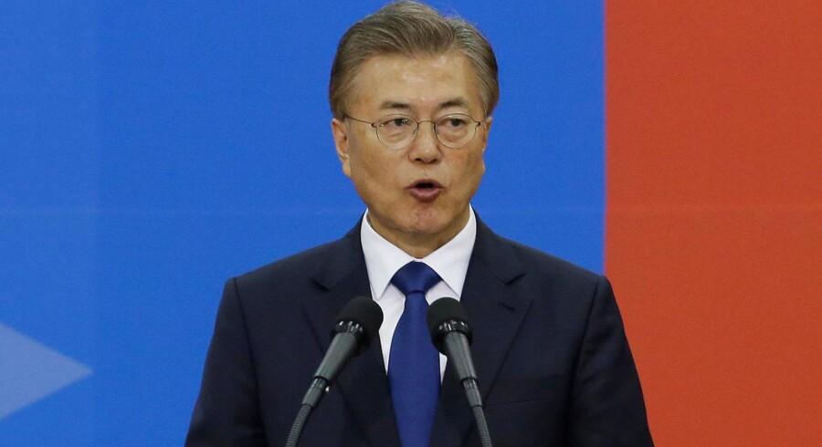Moon Jae-in er onsdag blevet indsat om ny præsident i Sydkorea. Han vil i tale med Nordkorea om atomprogram.