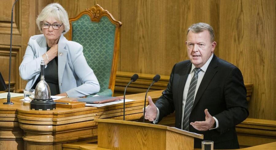 Statsminister Lars Løkke Rasmussen (V) kaldte under sin åbningstale i Folketinget udflytningen af statslige arbejdspladser for en »succes« og annoncerede »flere tusinde« nye udflytninger, som vil bliver nærmere udmeldt til december.