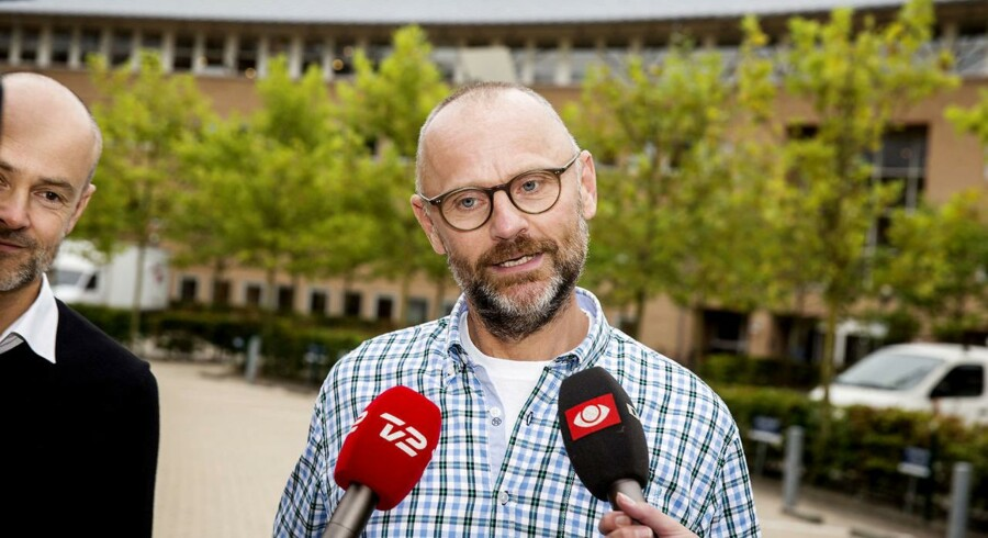 Tidligere chefredaktør på Se og Hør, Henrik Qvortrup, ankommer sammen med sin advokat Anders Nemeth (tv) til afhøring i Se og Hør-sagen om tys tys-kilden i Retten i Glostrup mandag d. 19. september 2016. (Foto: Uffe Weng/Scanpix 2016). (Foto: © Uffe Weng/Scanpix 2016)