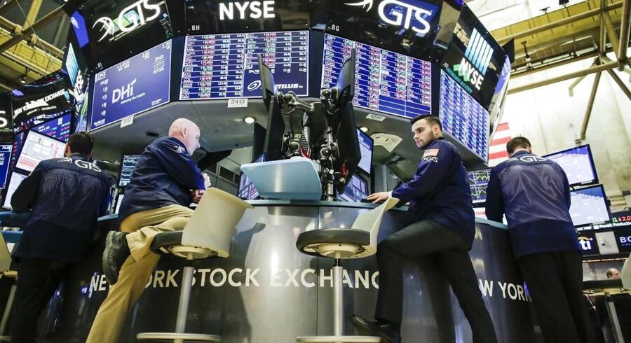 De danske aktier ser ud til at gå modgang i møde for fjerde handelsdag på stribe fredag morgen, hvor futures igen peger nedad i både USA og Europa.