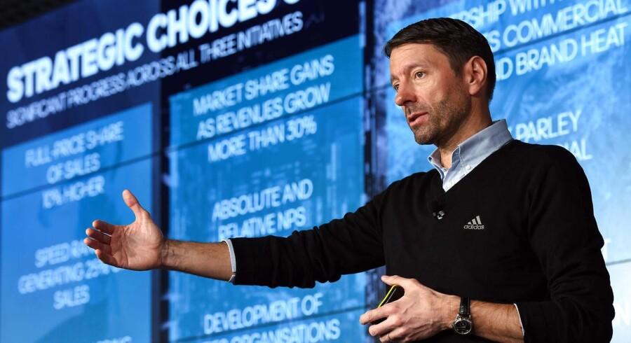 Arkivfoto. Den tyske sportskoncern Adidas har stor fremgang på aktiemarkedet onsdag, hvor et pænt regnskab krydret med en opjustering af selskabets langsigtede forventninger får investorerne til at flokkes om aktien.