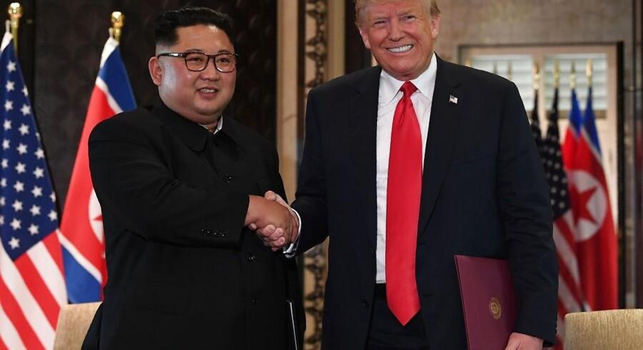 USAs præsident har erklæret, at Singapore-mødet er begyndelsen på et nyt forhold til Nordkorea og lover, at han vil invitere den nordkoreanske leder på besøg i Det Hvide Hus, når »tiden er til det«.