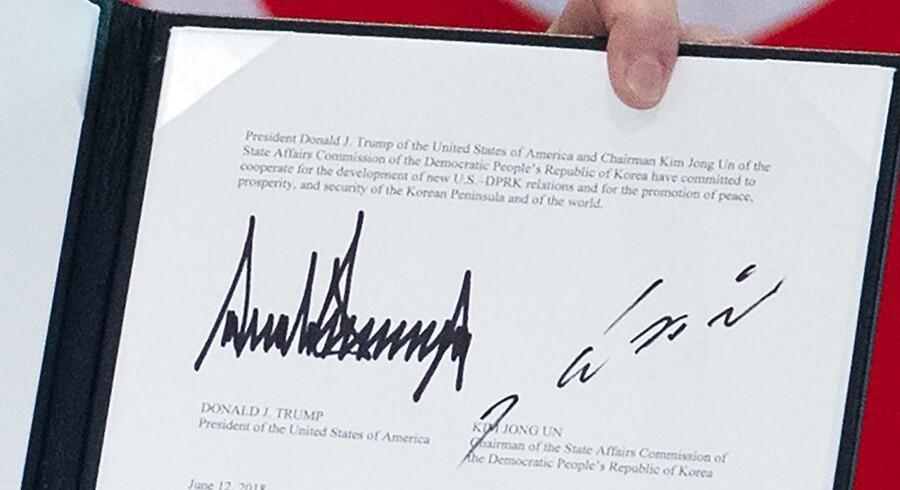 Underskrifterne fra USAs præsident Donald Trump og Nordkoreas leder Kim Jong-Un på den fælles erklæring fra topmødet i Singapore.
