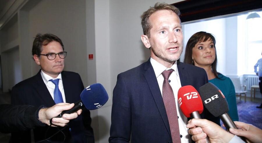 Finansminister Kristian Jensen, Sophie Løhde og Brian Mikkelsen ankommer til afsluttende forhandlinger om kommunernes økonomi i Finansministeriet d.01.06.2017 ccc. (Foto: Martin Sylvest/Scanpix 2017)