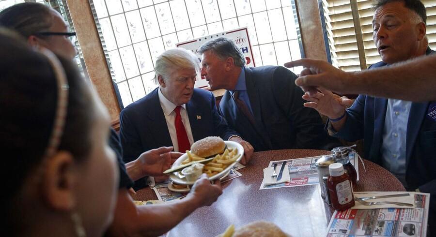 Trumps kostvaner er ikke den slags, som man læser om i bladene. Han spiser fastfood fra især McDonalds og Kentucky Fried Chicken - og rigeligt af det.