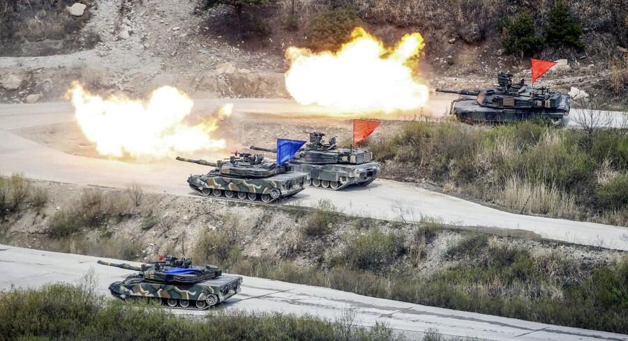 Sydkorea og USA har i årevis gennemført fælles militærøvelse for at vise deres forsvarsvilje over for nordkoreansk agression. Men det er nu en unødvendig provokation, og det vil spare USA mange penge at indstille øvelserne, siger præsident Donald Trump.