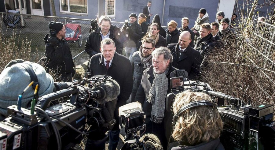 Statsminister Lars Løkke Rasmussen ankommer sammen med regeringen til præsentation af ghetto-udspil »Ét Danmark uden parallelsamfund - ingen ghettoer i 2030« i Mjølnerparken i København