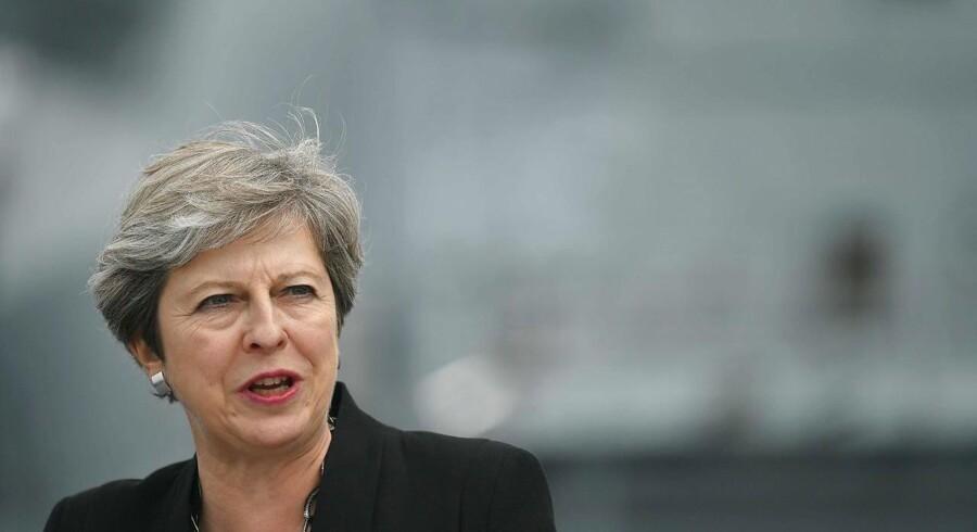 På trods af et skuffende resultat i det engelske parlamentsvalg tidligere i år mod Labours Jeremy Corbyn, og en opfattelse af hende som »en midlertidig leder, der skal guide England sikkert gennem Brexit«, varsler de Konservatives leder, Theresa May at hun vil stille op til genvalg som de Konservatives leder i 2022.