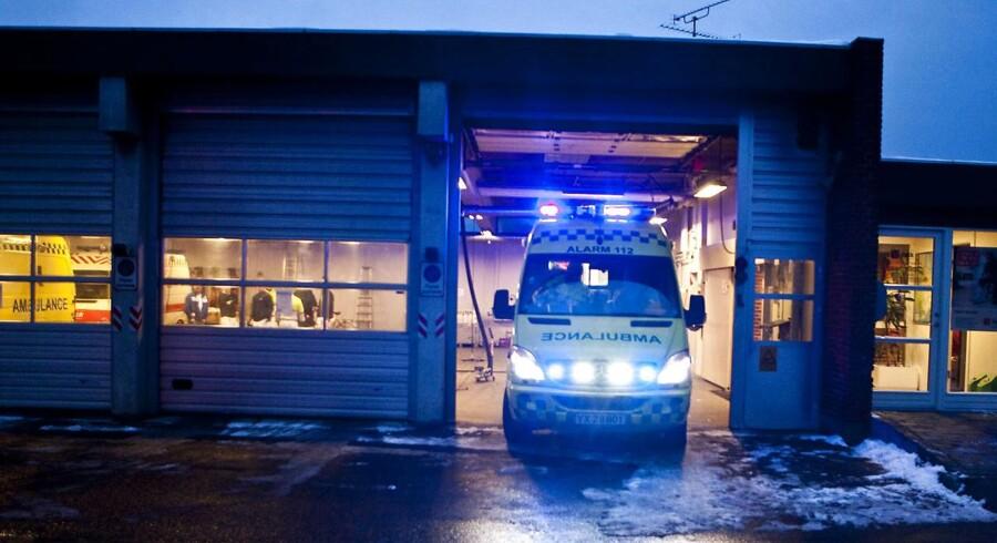 En ældre mand er død efter et sammenstød med et træ langs Vestre Landevej ved Nørreballe på Lolland.