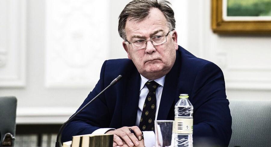 Det er soleklart, at Spanien og Portugal ikke har gjort tilstrækkeligt for at rette op på landenes store budgetunderskud. Det slår finansminister Claus Hjort Frederiksen fast, da han ankommer til møde med EU's økonomi- og finansministre i Bruxelles.