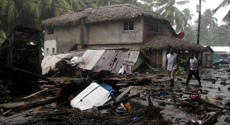 Indbyggerne i Den Dominikanske Republik tilser skaderne efter Irma. REUTERS/Ricardo Rojas TPX IMAGES OF THE DAY