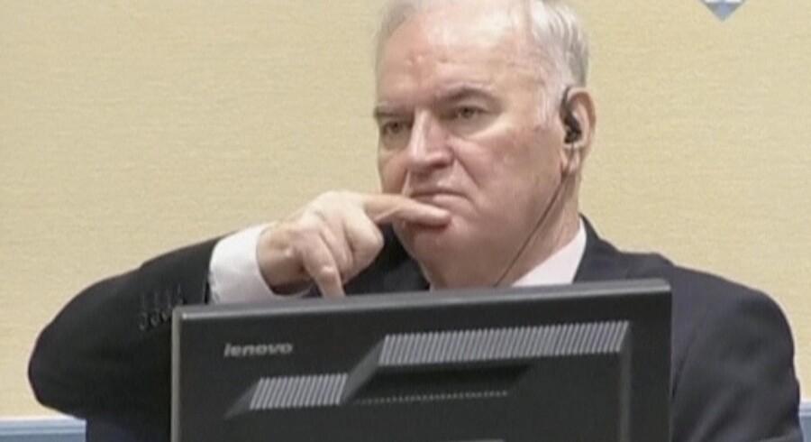 Ratko Mladic, der her ses i retslokalet i Haag, anker onsdagens livstidsdom for blandt andet folkedrab og forbrydelser mod menneskeheden. Reuters/Handout