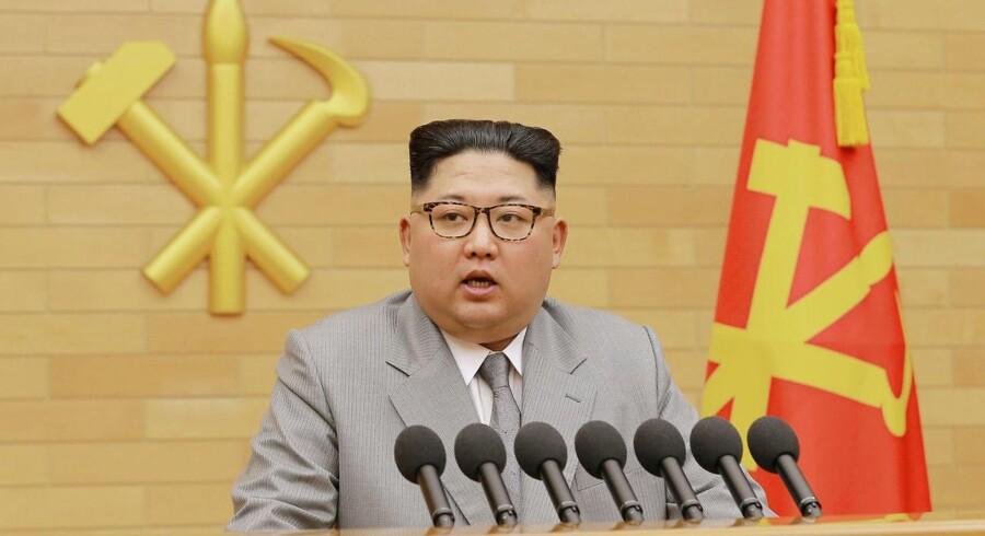 Beslutningen om igen at aktivere telefonforbindelsen i grænsebyen Panmunjom kommer, efter at Kim Jong-un i sit nytårsbudskab talte om muligheden for at skabe et bedre forhold mellem de to nabolande.