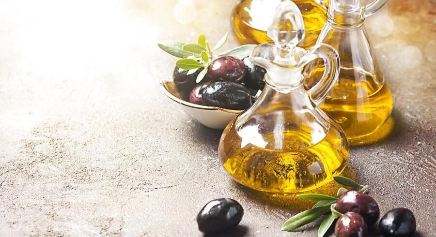 Efter flere år med høje priser på olivenolie kan prisen nu være på vej nedad. Det skriver erhvervsmediet Bloomberg.