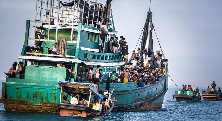 Australien kritiseres for at sende flygtningebåde på vej mod den australske kyst retur. Den samme kritik rammer nu EU, der betaler den libyske kystvagt for at standse flygtningebåde på vej mod Europa. (arkivfoto)